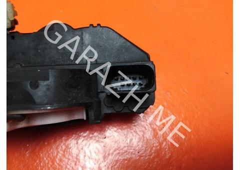 Замок двери передний правый Cadillac SRX 2 (10-15 гг)