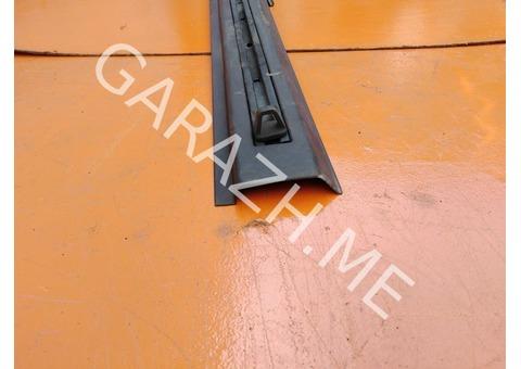 Направляющая рейлинга крыши правая Hummer H3 (05-10 гг)