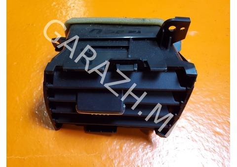Дефлектор обдува правый Acura RDX TB1 (06-12 гг)