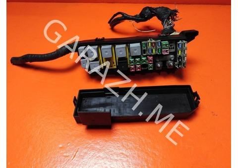 Блок предохранителей подкапотный Ford Escape 3.0L (04-07 гг)