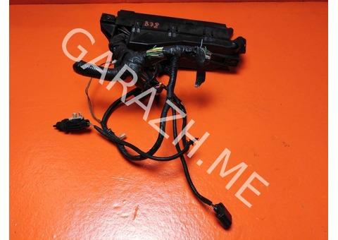 Блок предохранителей подкапотный Ford Escape 2 3.0L (08-12 гг)