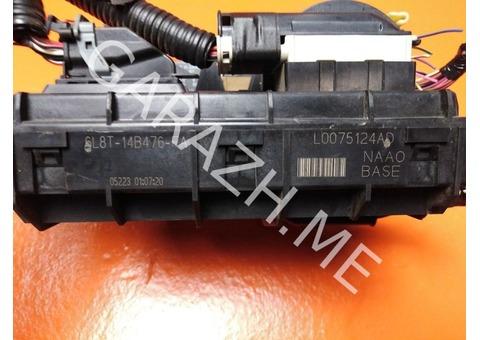 Блок предохранителей салона Ford Escape 2.3L (01-07 гг)