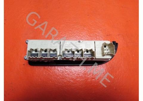 Кнопка стеклоподъемника передняя правая Chevrolet Tahoe 3 (07-12 гг)