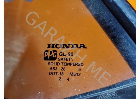 Форточка задней левой двери Acura MDX YD1 (01-06 гг)