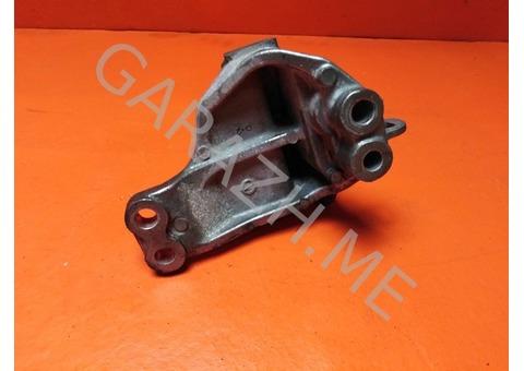 Кронштейн опоры двигателя левый Nissan Pathfinder R52 3.5L (12-16 гг)