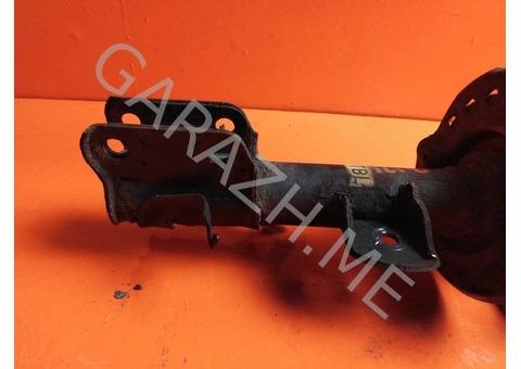 Стойка амортизатора передняя левая Nissan Juke F15 (10-14 гг)