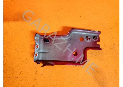 Кронштейн переднего бампера правый Ford Escape (01-07 гг)