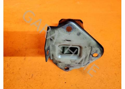 Кронштейн усилителя переднего бампера правый Acura RDX TB1 (06-12 гг)