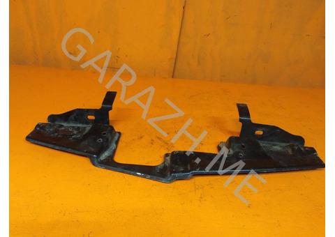 Кронштейн крепления решетки радиатора Cadillac CTS 2 (08-13 гг)