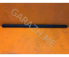 Накладка стекла задней правой двери Ford Escape 2 (08-12 гг)